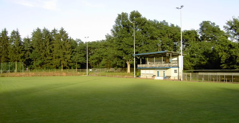 http://sportplaetze.saar-fv.de/pics/sportplaetze/reimsbach_rasen.jpg